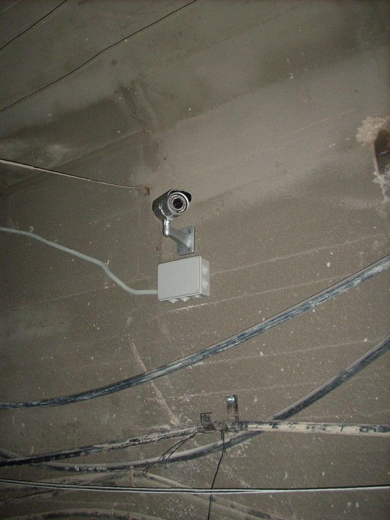 Техническое обслуживание системы видеонаблюдения включает в себя